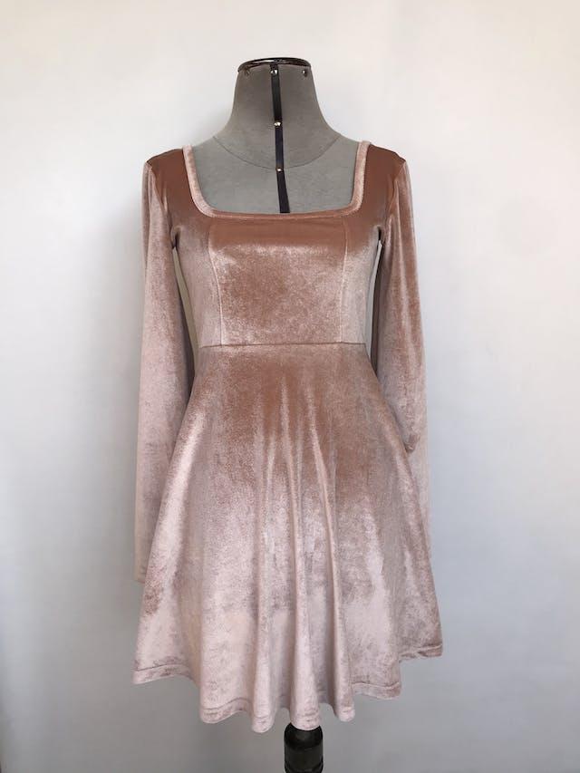 Vestido Asos de plush palo rosa, cuello cuadrado, corte a la cintura y falda con vuelo. Nuevo con etiqueta. Precio original S/ 130 Talla S foto 1