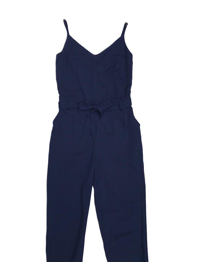 Enterizo Mentha&chocolate azul de tela con textura piqué, tiritas regulables, cierre lateral, cinto para amarrar y bolsillos laterales. Precio original S/ 250 foto 1