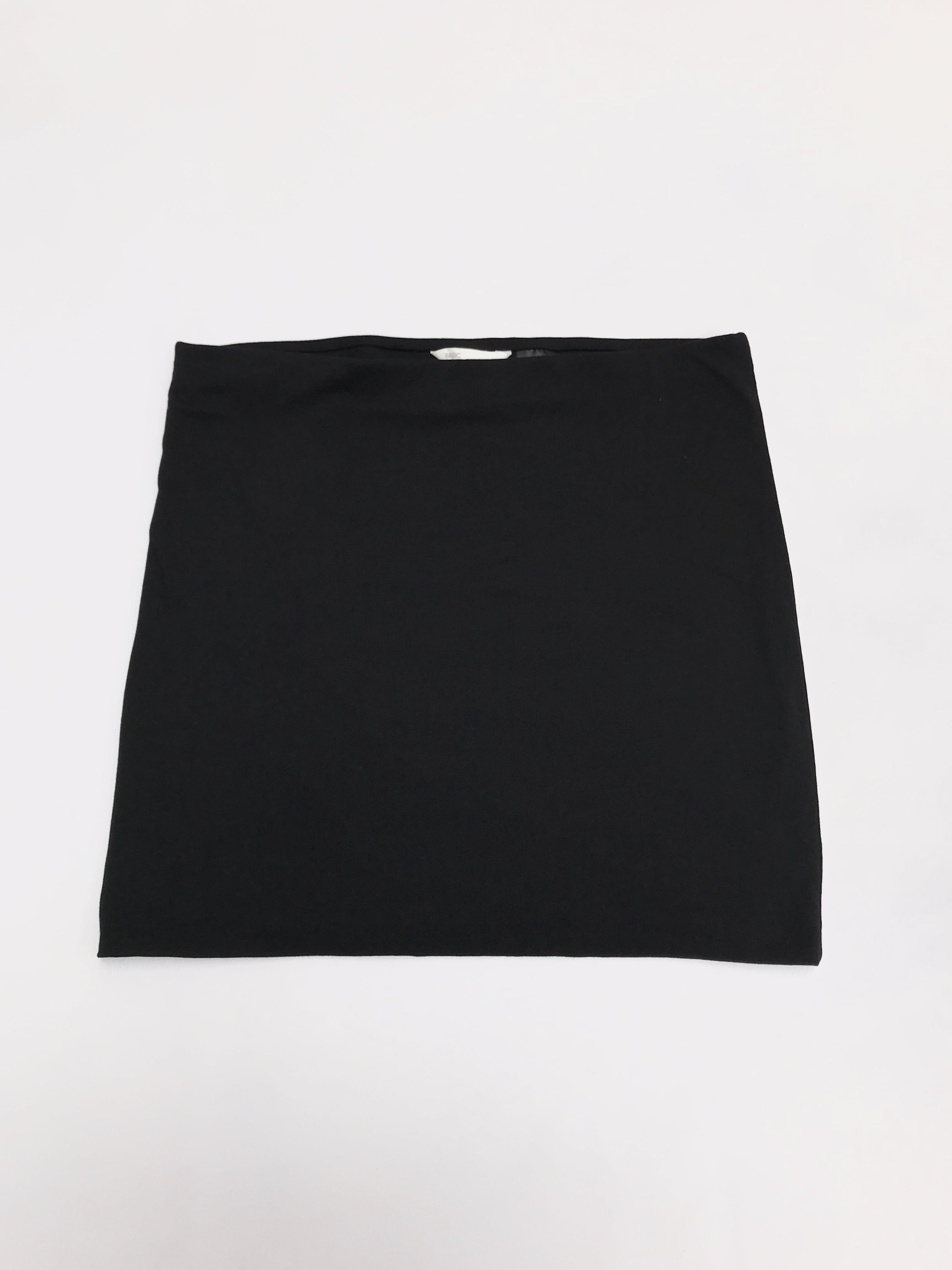 Falda H&M negra de dos capas de algodón ligeramente stretch y elástico en la cintura. Largo 40cm. ¡Básica en todo closet!