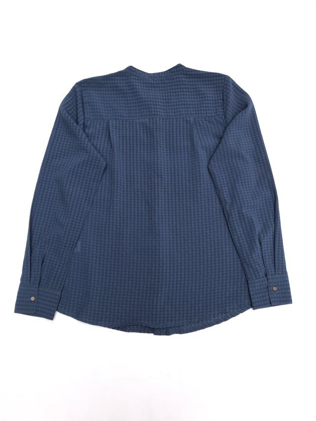 Blusa de cuadros en tonos azules, tela plana, fila de botones y bolsillos delanteros foto 3