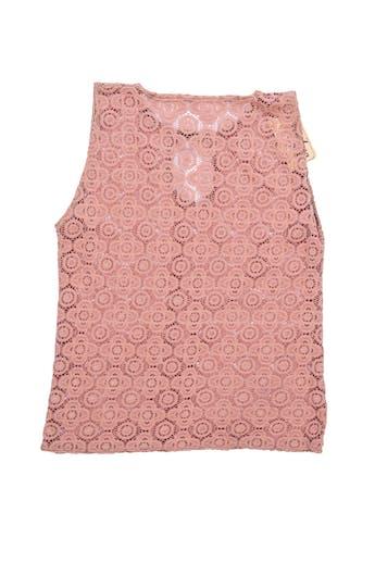 Polo de encaje palo rosa con escote en el pecho. Busto 86cm foto 2