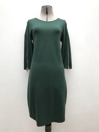 Vestido Cortefiel verde, tela tipo algodón stretch, manga 3/4 con cierre dorados. Largo 94cm. Precio original S/ 270 foto 1