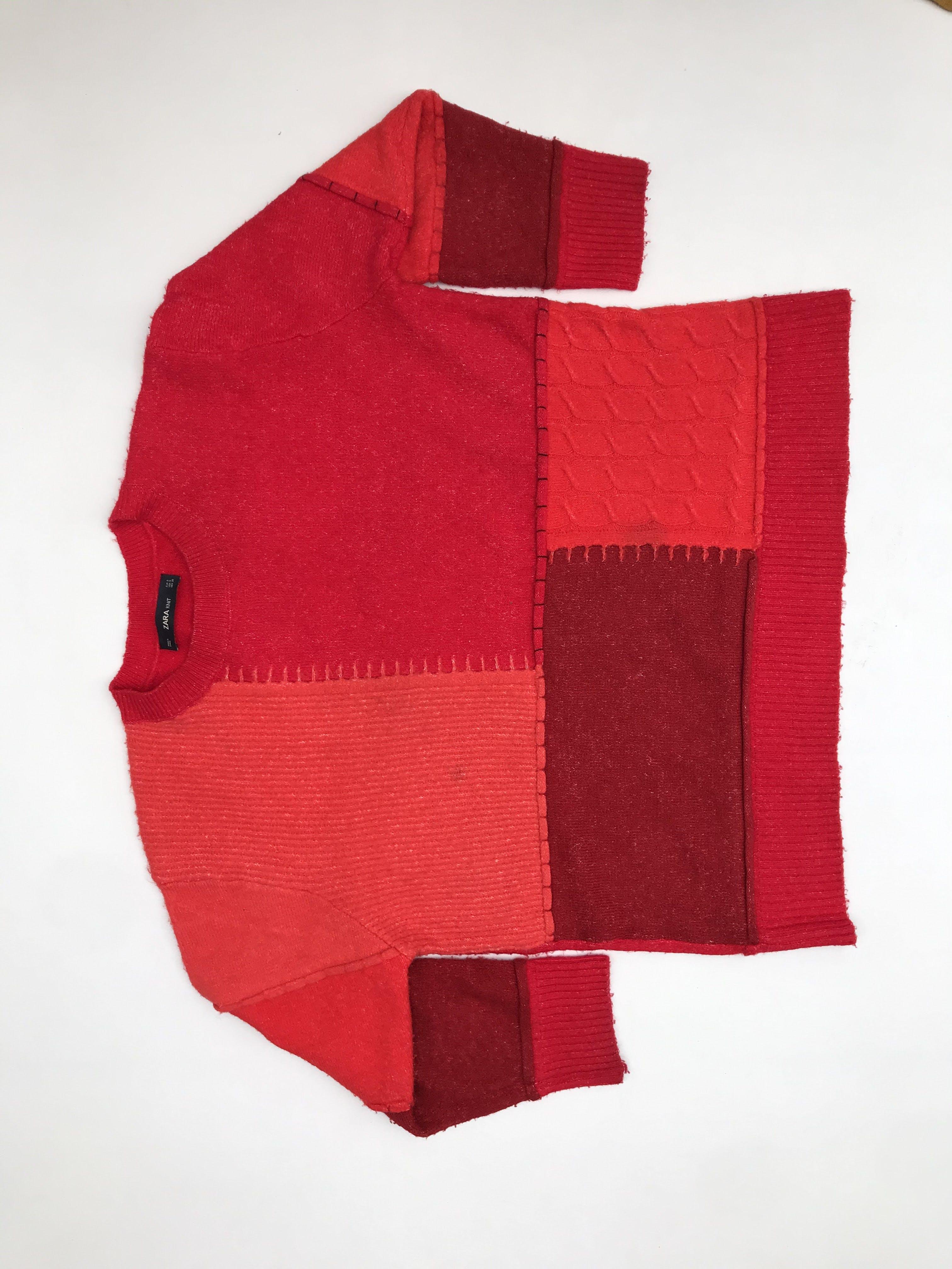Chompa Zara en tonos rojos estilo patchwork, oversized. Precio original S/ 200