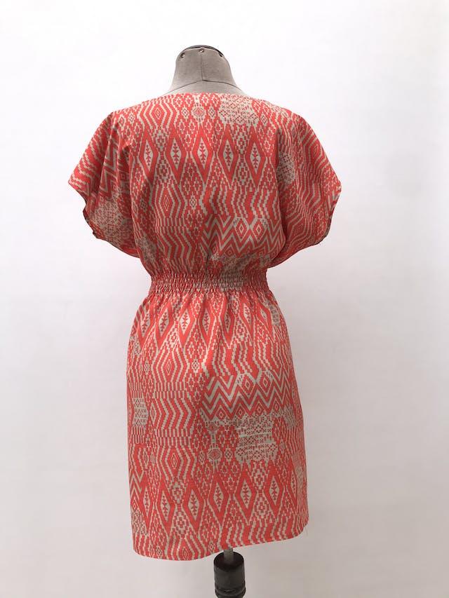 Vestido estampado tribal anaranjado y beige, panal de abeja en la cintura, tela plana. Largo 85cm foto 2