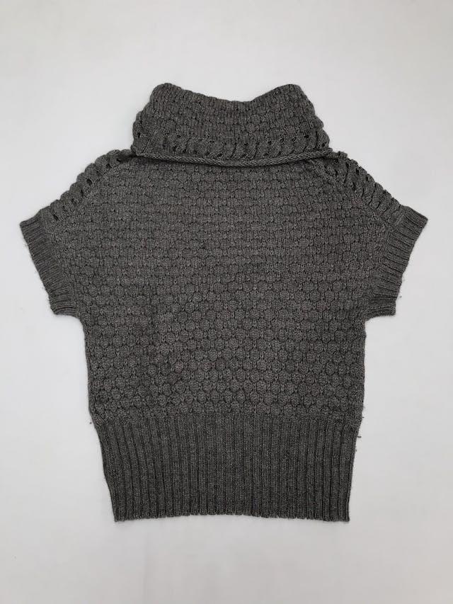Chompa gris 30% lana, manga murciélago, cuello tortuga y pretina ancha foto 2