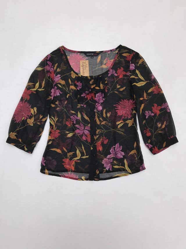 Blusa de gasa negra con estampado de flores, bobos y botones delanteros, manga 3/4  foto 1