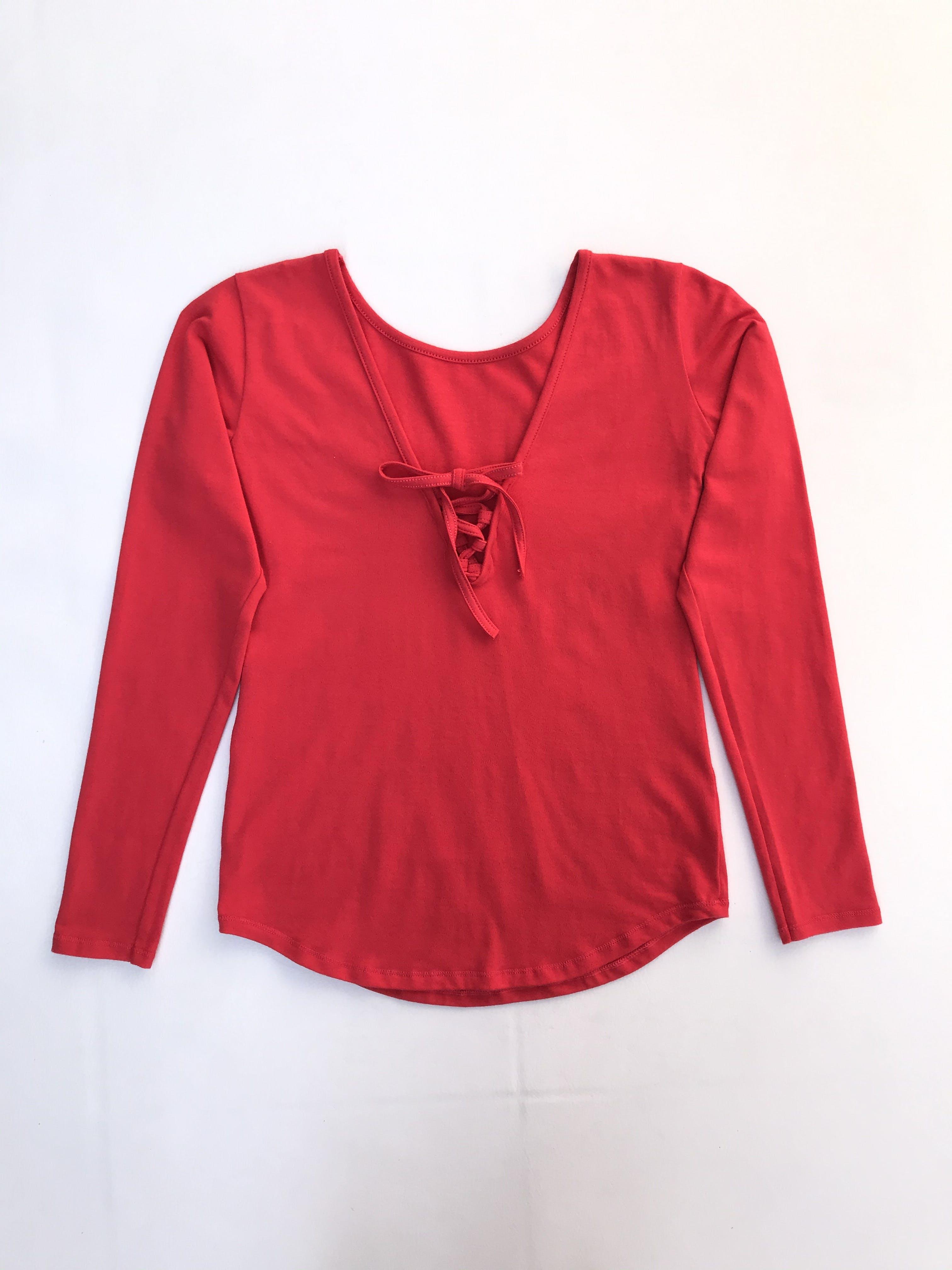Polo rojo manga larga tirita en el escote, tela tipo algodón stretch