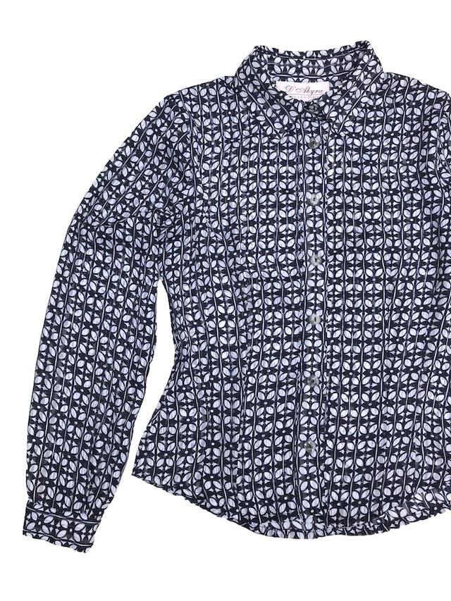Blusa de gasa con estampado de hojas blancas y azules, camisera con botones, pinzas delanteras y traseras. ¡Linda! foto 2
