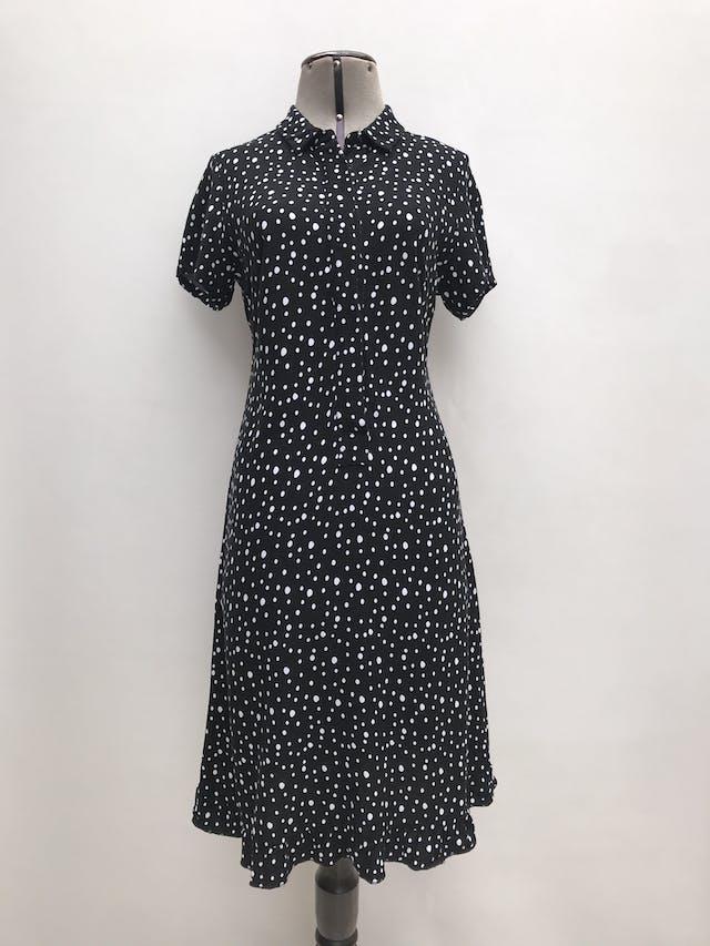 Vestido Basement negro con lunares blancos, cuello camisero con botones hasta la cintura y volante en la basta. Largo 100cm foto 1