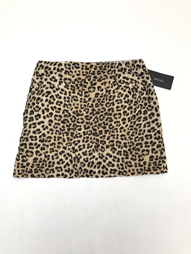 Falda Zara animal print, tela tipo crepé grueso, con cierre y drapeado lateral. Nueva con etiqueta. Pretina 82cm Largo 42cm. Precio original S/ 119 foto 2