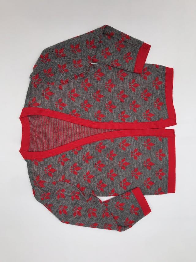Cardigan vintage tejido plomo con flores y ribetes rojos, modelo abierto, lleva hombreras (se puede quitar), es suelto  foto 2