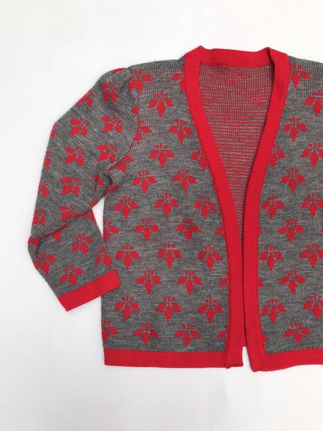 Cardigan vintage tejido plomo con flores y ribetes rojos, modelo abierto, lleva hombreras (se puede quitar), es suelto  foto 1
