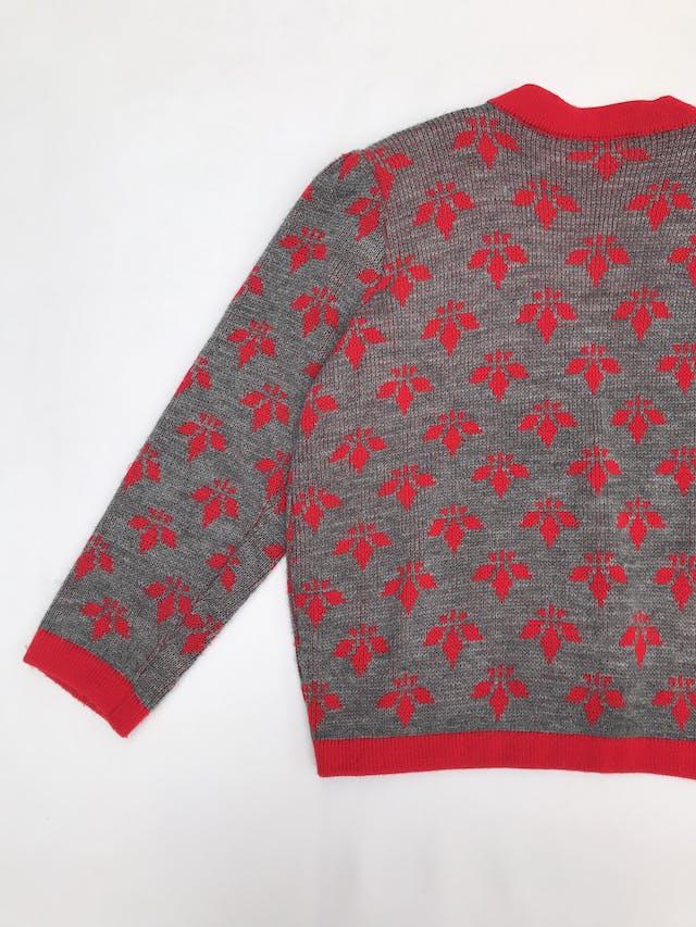 Cardigan vintage tejido plomo con flores y ribetes rojos, modelo abierto, lleva hombreras (se puede quitar), es suelto  foto 3