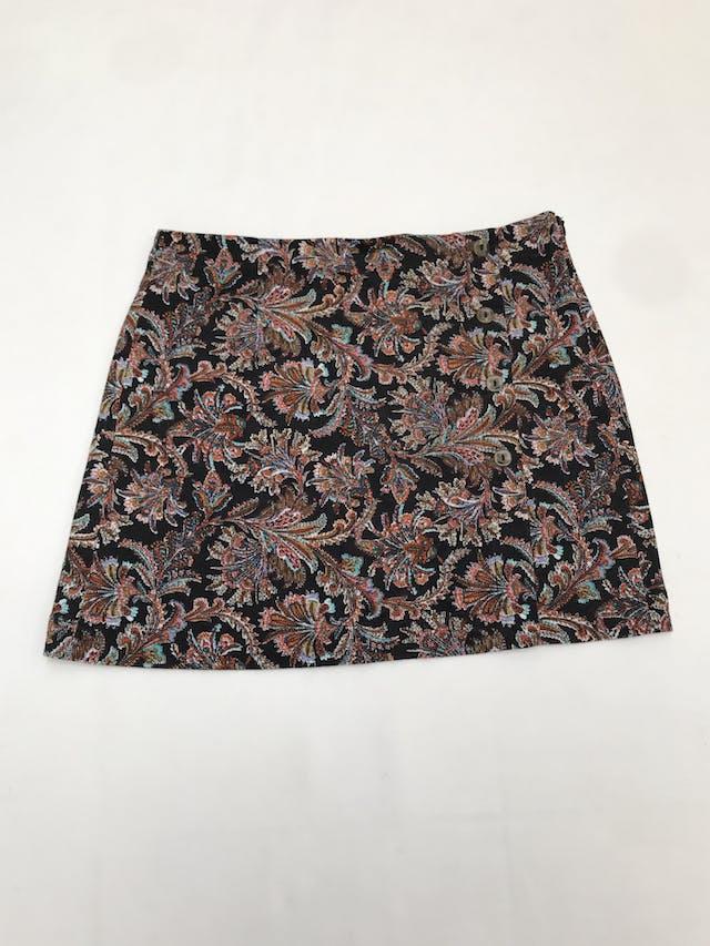 Falda Index de corduroy negro con estampado paisley multicolor, botones y cierre lateral. Pretina 77cm Largo 39cm  foto 1