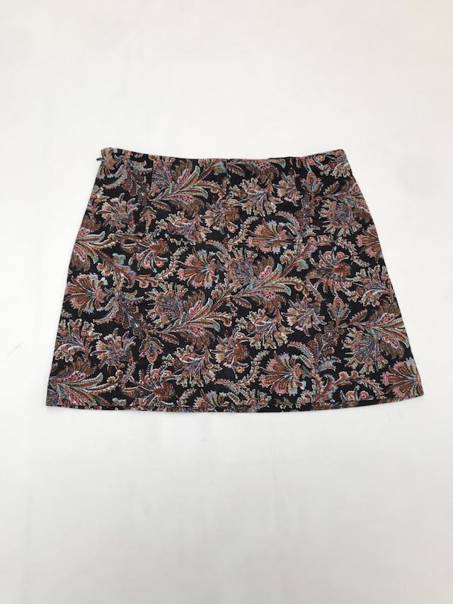 Falda Index de corduroy negro con estampado paisley multicolor, botones y cierre lateral. Pretina 77cm Largo 39cm  foto 3