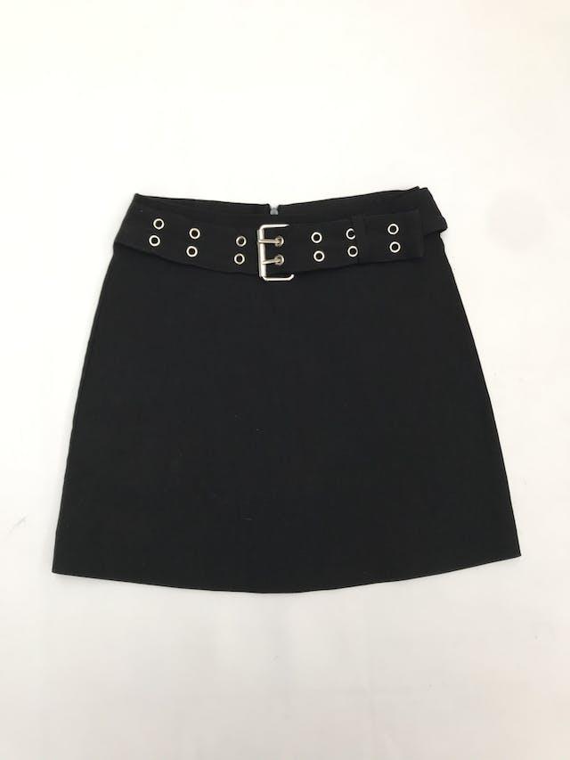 Falda Company negra con correa incorporada y cierre posterior. Largo 40cm foto 1