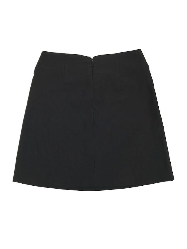 Falda Company negra con correa incorporada y cierre posterior. Largo 40cm foto 2