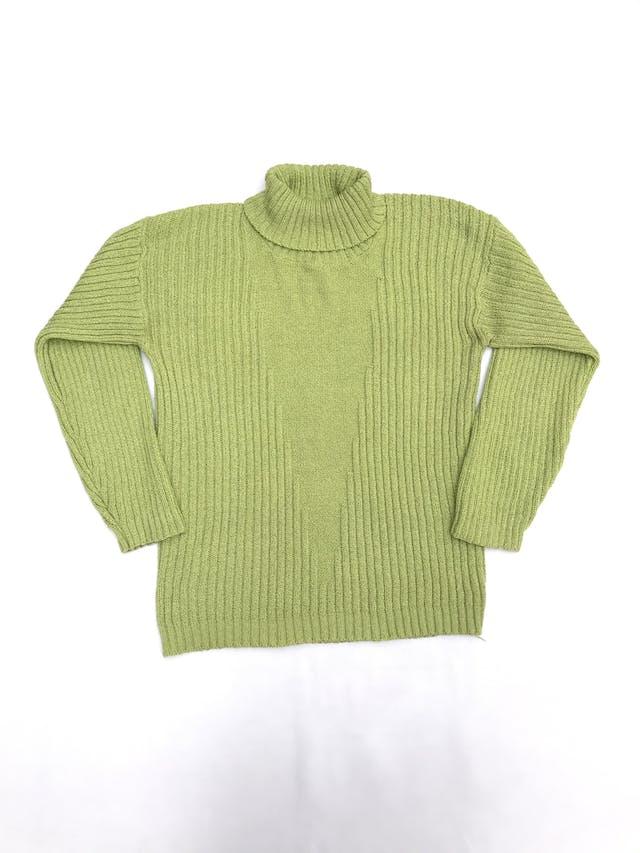 Chompa verde con textura acanalada y cuello tortuga foto 1