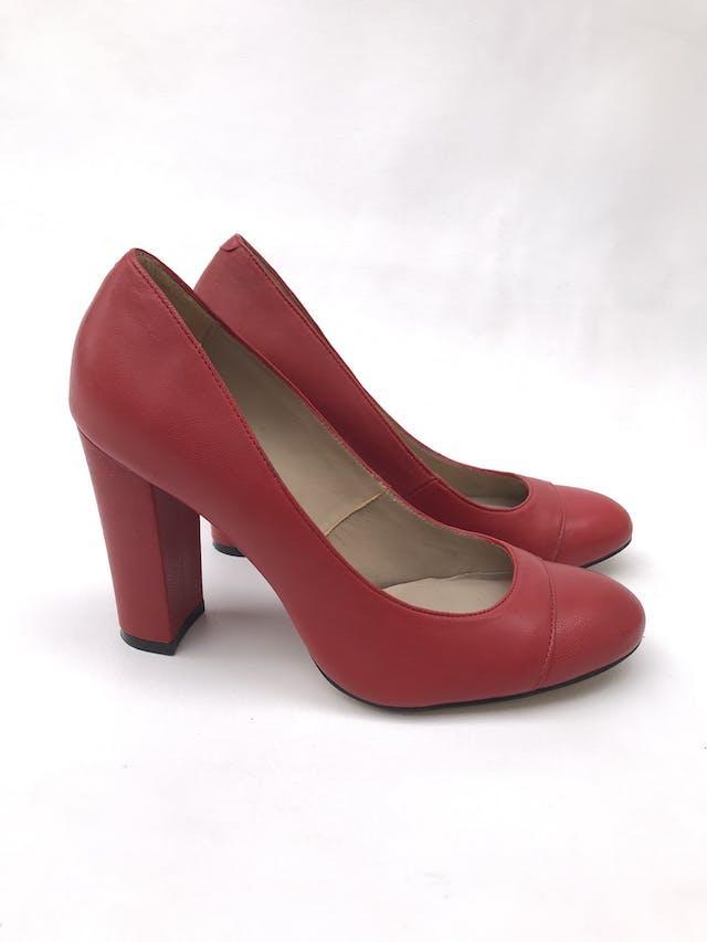 Zapatos Ecco rojos de cuero, taco ancho 9cm. Estado 9/10. Precio original S/ 230 foto 1