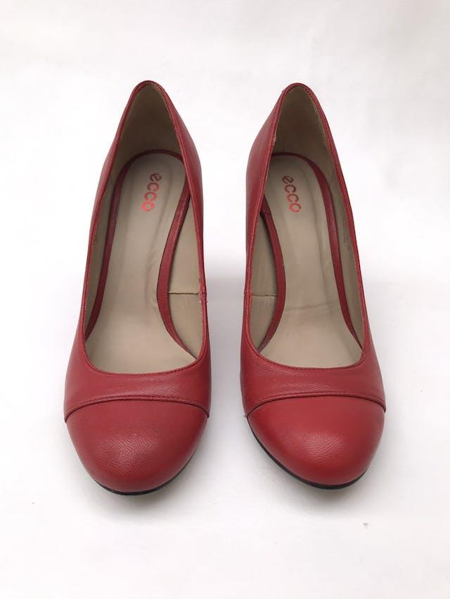 Zapatos Ecco rojos de cuero, taco ancho 9cm. Estado 9/10. Precio original S/ 230 foto 3