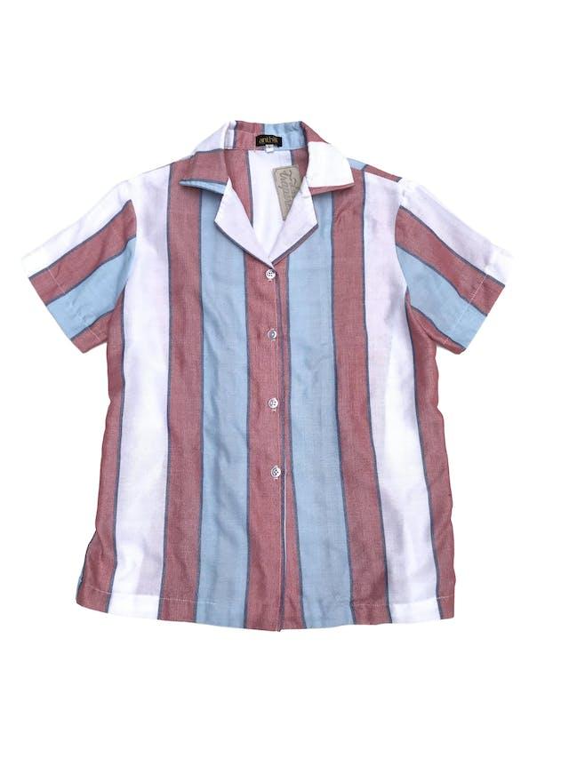 Blusa de marca sostenible Anthill de algodón y polyester upcycled, franjas verticales en tonos celeste, blanco y rojo. Busto 96cm. Nuevo. Precio original S/ 220 foto 1