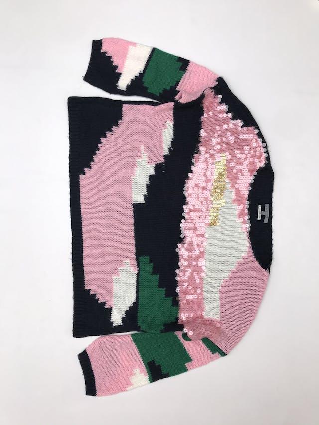 Chompa Basement azul, rosa, verde y blanco, con mostacilas en el pecho, estilo oversize foto 2