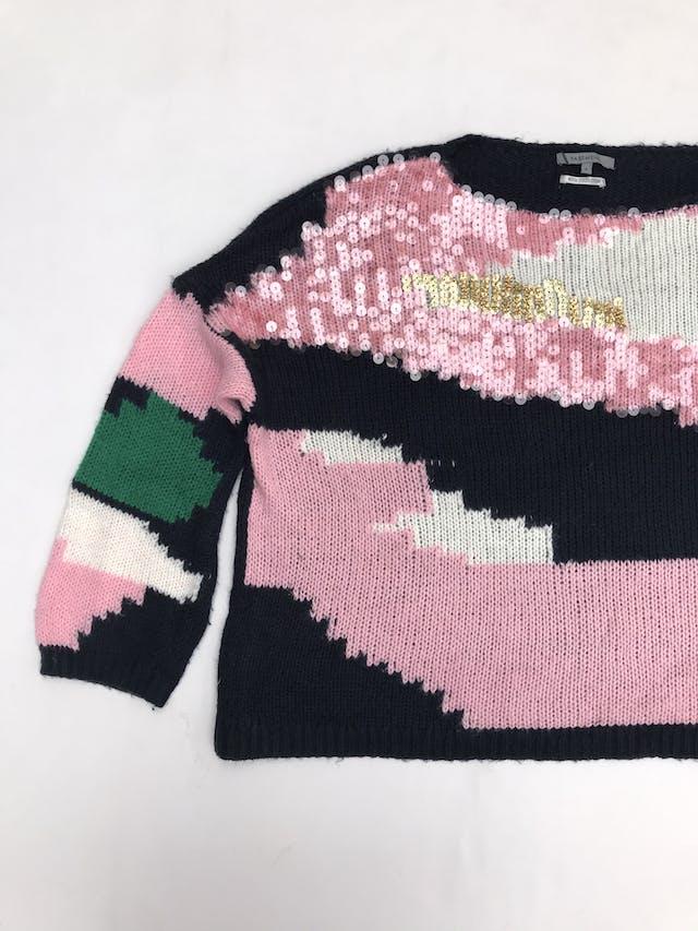 Chompa Basement azul, rosa, verde y blanco, con mostacilas en el pecho, estilo oversize foto 1