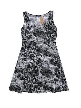 Vestido 15.50 estampado animal print en tonos blanco negro y gris, tela tipo rayón stretch, pliegues en el cuello, falda en A con forro foto 1