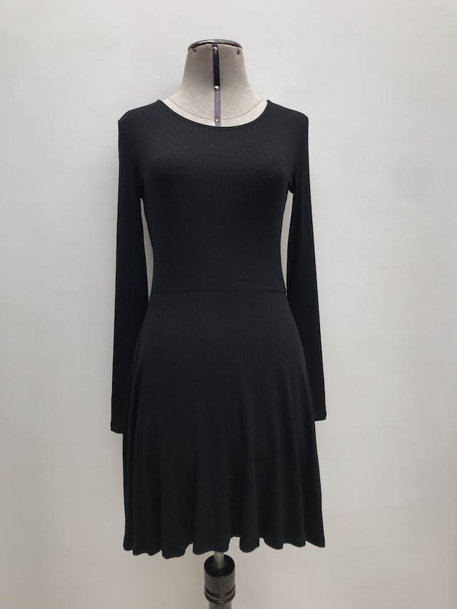 Vestido Forever21 negro tela tipo algodón acanalado, manga larga, falda en A. Largo 85cm  foto 1
