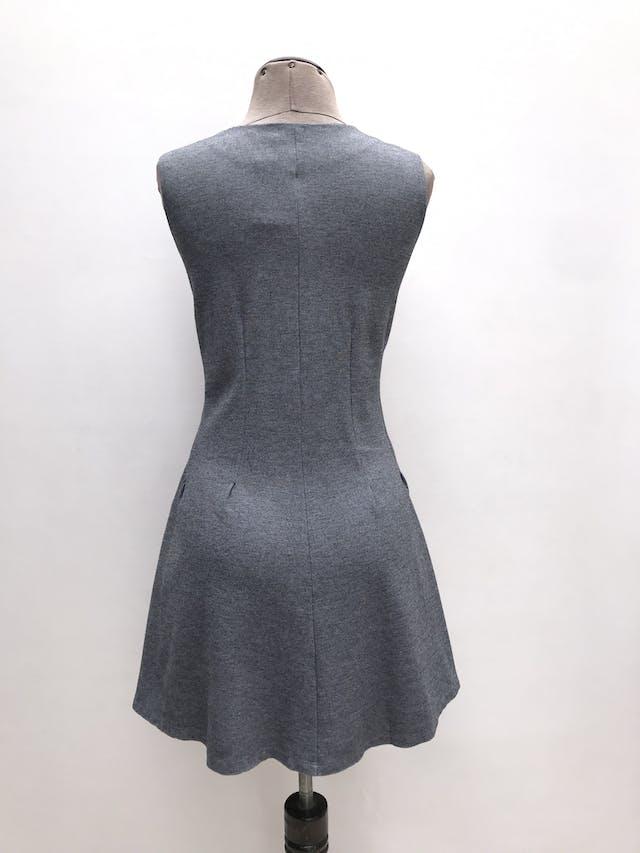 Vestido Malabar plomo, cortes al centro y falda en A, tela tipo algodón stretch. Largo 80cm Precio original S/ 120 foto 2