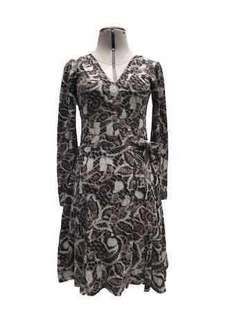 Vestido estampado en tonos marrones, negros y grises, 100% algodón, manga larga, cruzado para amarrar al lado, leva forro. Largo 90cm foto 1