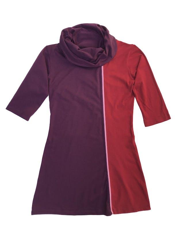 Polivestido morado y rojo, cuello tortuga y manga 3/4, tela tipo algodón foto 1