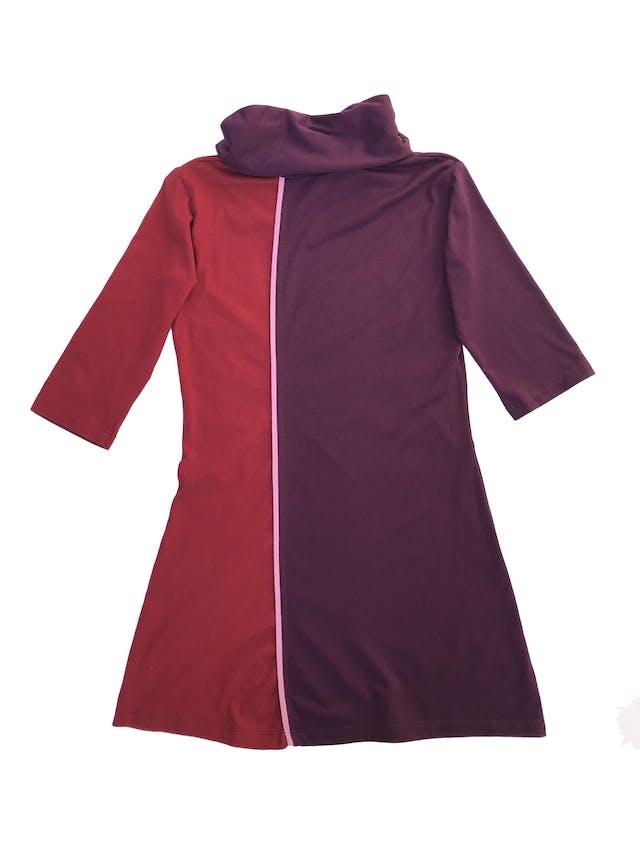 Polivestido morado y rojo, cuello tortuga y manga 3/4, tela tipo algodón foto 2