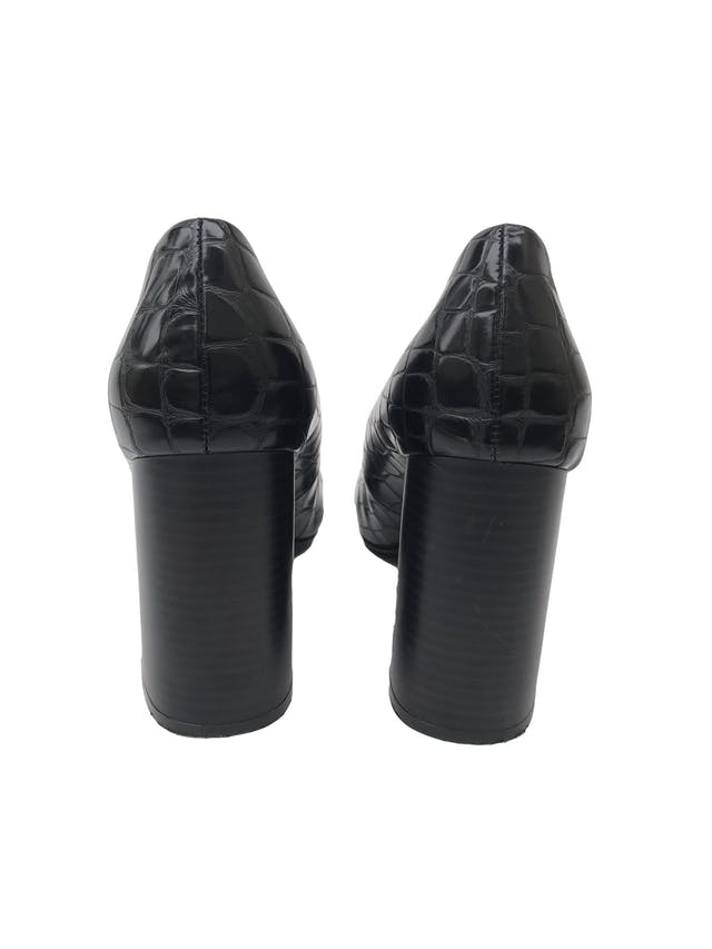 Zapatos H&M negros con textura pitón tipo cuero, punta redonda, taco grueso 9cm. Estado 9/10 foto 3