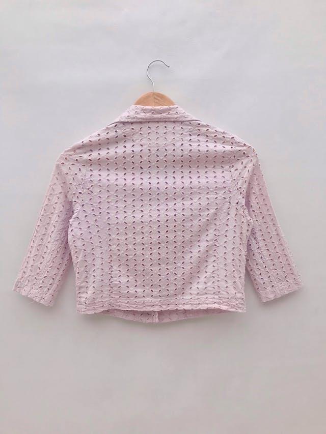 Casaca corta palo rosa 100% algodón con diseño de pétalos calados, estilo biker, forro delantero, manga 3/4 foto 2