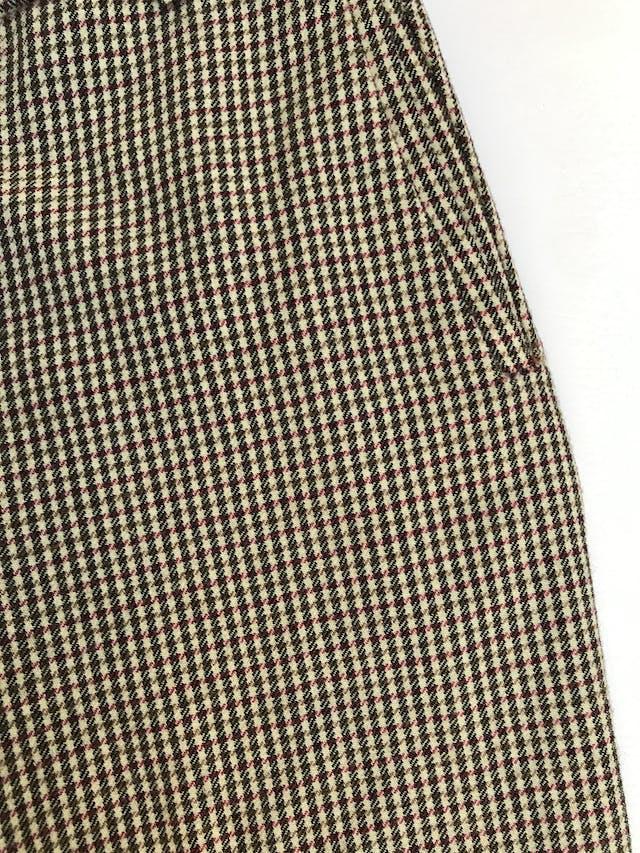 Pantalón Benetton 100% lana a cuadritos amarillos, fucsia y negros, corte recto, bolsillos laterales. ¡Lindo! Precio original S/ 300 foto 2