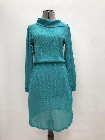 Vestido vintage de gasa verde jade con textura, cuello volteado con botones laterales, manga larga, elástico en la cintura. Para usar con fustán. Largo 94cm foto 1
