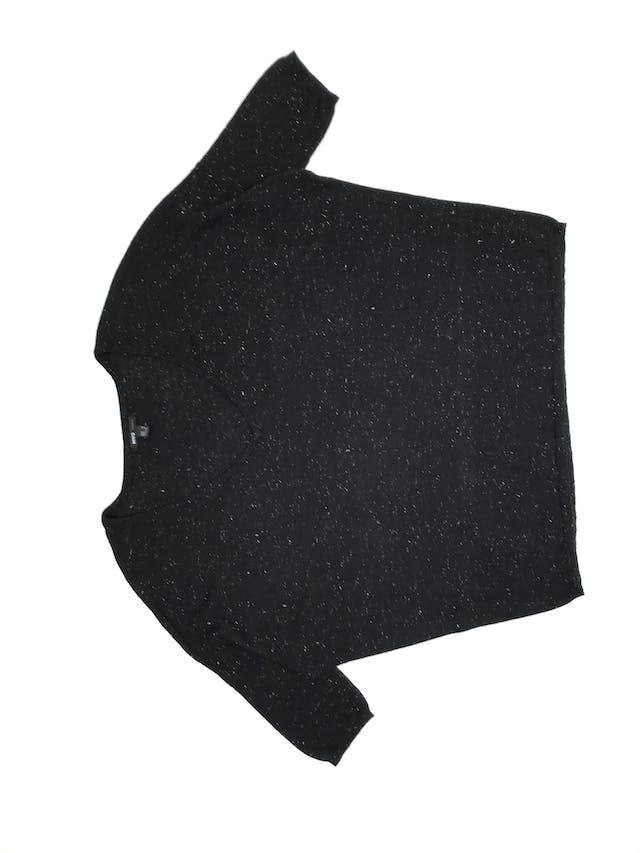Chompita Mango negra con brillos plateados, cuello V, manga murciélago 3/4. Precio original S/ 150 foto 2