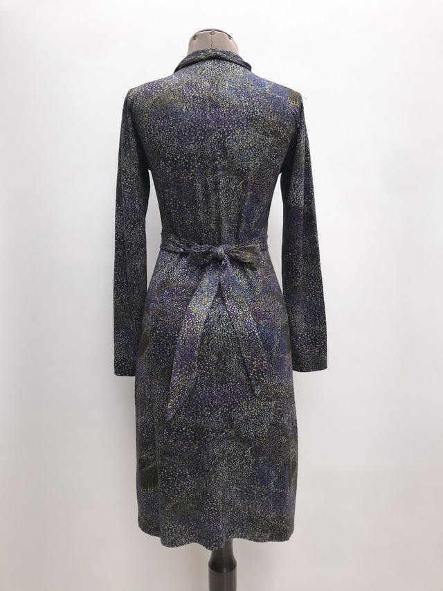 Vestido Mentha&chocolate tela tipo algodón, escote en V, se amarra atrás. Largo 100cm. Precio original S/ 220 foto 2