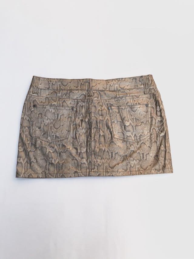 Falda mini 100% algodón con print reptil, textura tipo cuerina. Pretina 88cm Largo 35cm foto 2