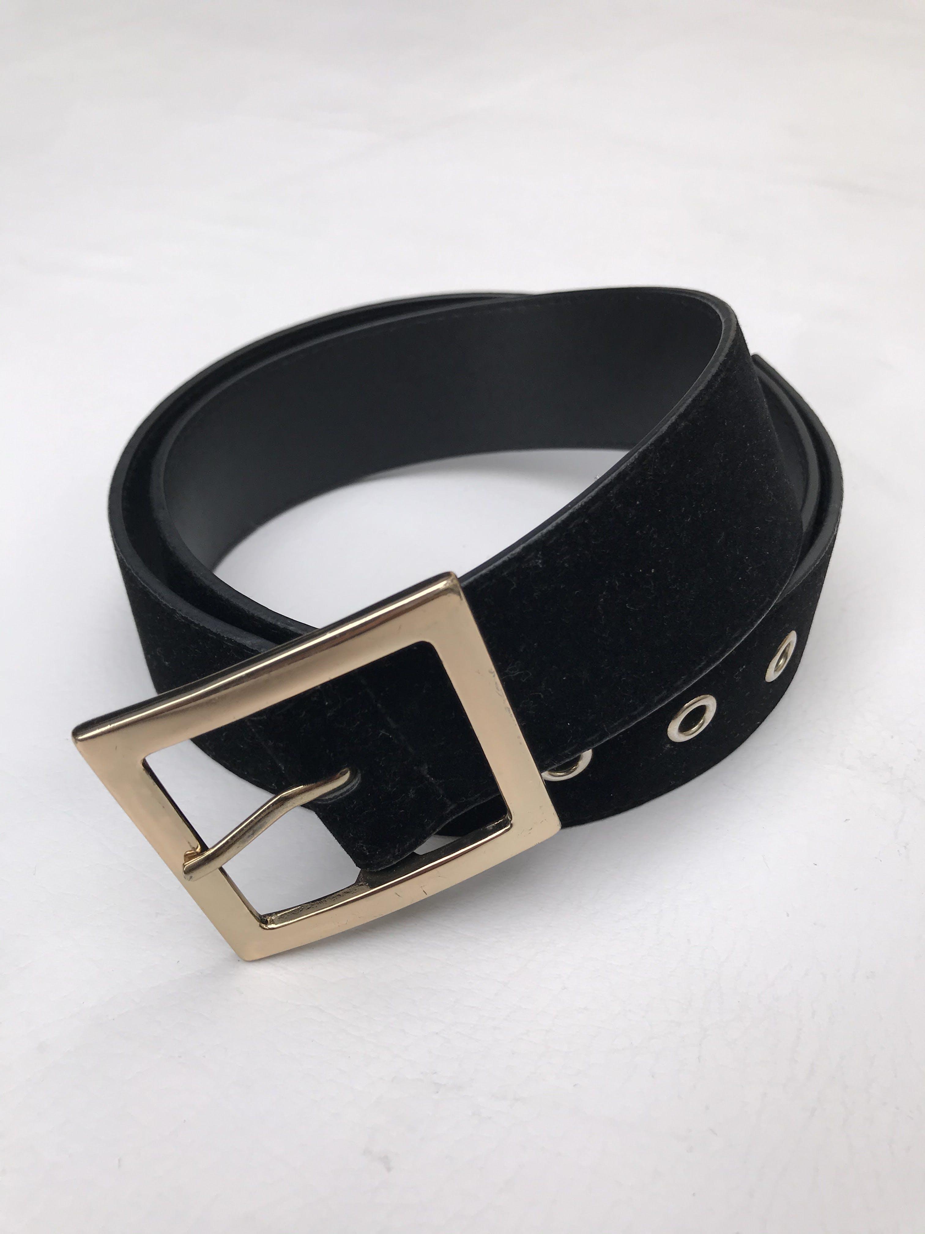 Correa H&M negra con parte superior tipo terciopelo y hebilla cuadrada dorada
