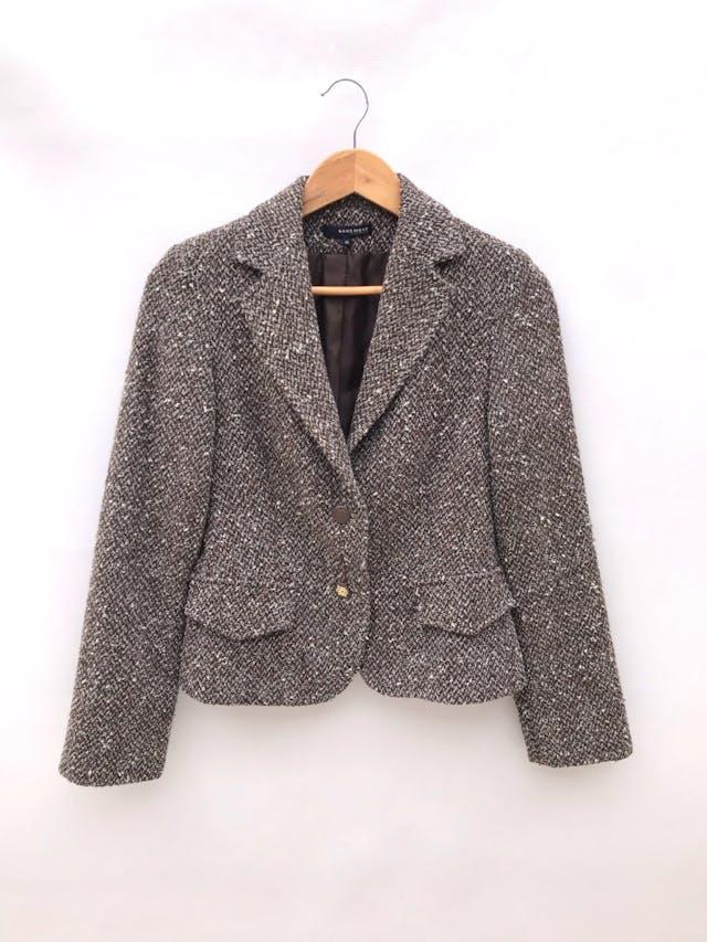 Blazer Basement tipo tejido marrón jaspeado, 48% alpaca 48%  lana, forrado, con solapas y botones delanteros. Precio original S/ 300 foto 1