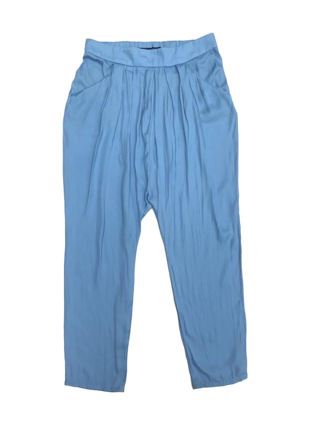 Pantalón Zara celeste de tela tipo seda, estilo baggy con bolsillos delanteros y elástico posterior. Precio original S/ 160 foto 1
