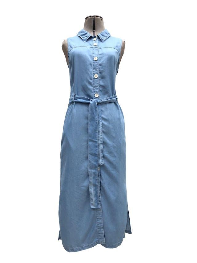 Vestido Mango tipo denim 100% lyocell, fila de botones, cinto y bolsillos laterales. Largo 115cm. Precio original S/ 200 foto 1