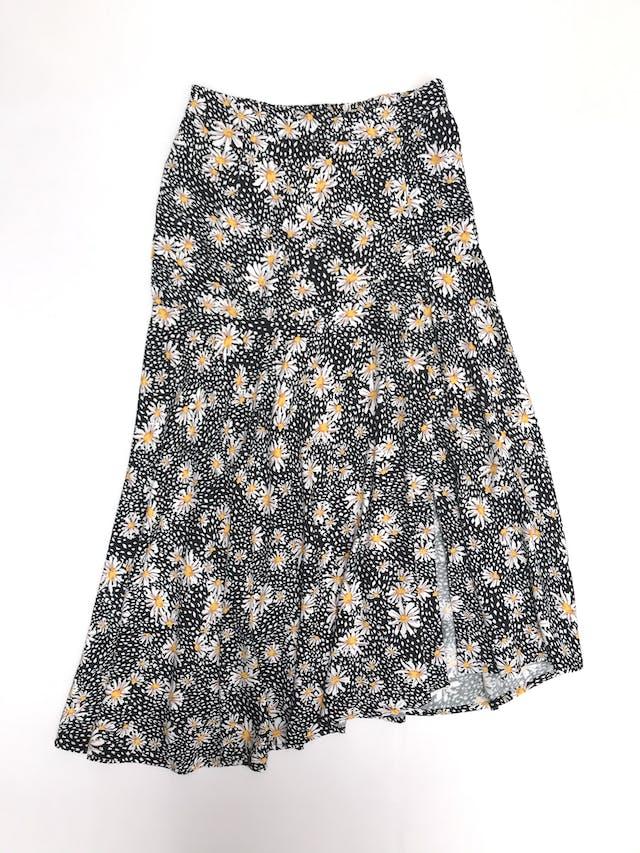 Falda Basement larga con basta asimétrica, negra con estampado de margaritas, elástico posterior y fila de botones forrados laterales foto 1
