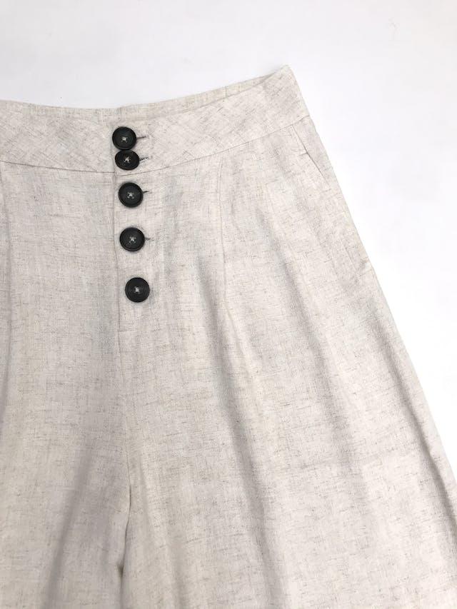 Pantalón palazzo Stradivarius, a la cintura, botones delanteros, pliegues y bolsillos laterales foto 2