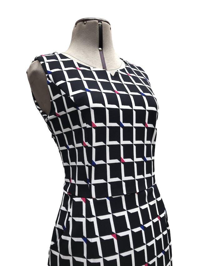 Vestido Maloko estampado geométrico azul y blanco, corte a la cintura y falda con bolsillos. Largo 86cm foto 2