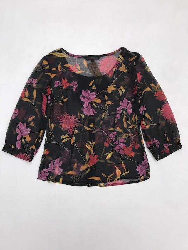 Blusa de gasa negra con estampado de flores, escote en V encaje delantero, elástico en basta y manga 3/4 foto 3