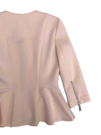 Blazer Forever21 palo rosa, tela tipo neopreno, manga 3/4, cierre delantero y en puños foto 2