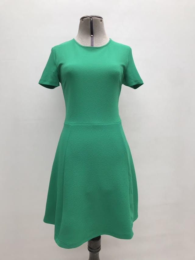 Vestido H&M verde con textura, corte a la cintura y falda en A. Largo 85cm foto 1